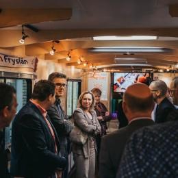 [VIDEO] Bezoek minister Bussemaker aan FryskLab